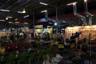 stands de nourriture dans le night bazaar de Chiang Mai - l'autre ailleurs au Myanmar (Birmanie) et Thaïlande, une autre idée du voyage
