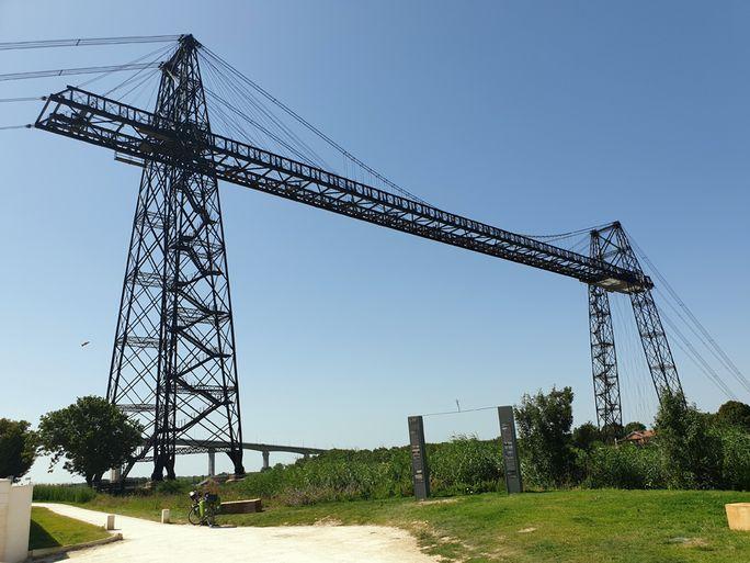 Echillais (17) la ville séparé de Rocherfort (17) par ce magique pont transbordeur - l'autre ailleurs en Vélo, une autre idée du voyage (www.autre-ailleurs.fr)