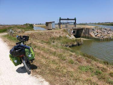 pas d'erreur à La Faute-sur-Mer (85) - l'autre ailleurs en Vélo, une autre idée du voyage (www.autre-ailleurs.fr)