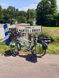 sur le canal de Nantes à Brest - l'autre ailleurs en Vélo, une autre idée du voyage (www.autre-ailleurs.fr)