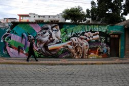 dans les rues d'Otavalo - la carte postale virtuelle - l'autre ailleurs