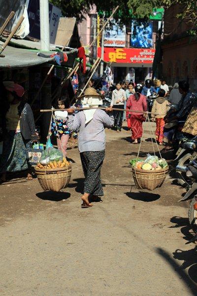 sur le marché de Nyaung Oo (Bagan) - l'autre ailleurs au Myanmar (Birmanie) et Thaïlande, une autre idée du voyage