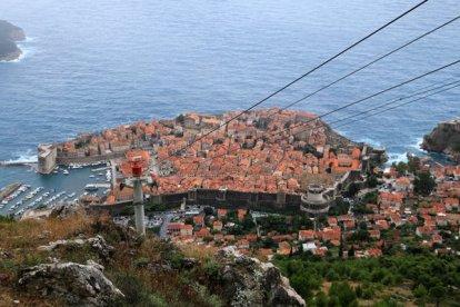un peu de hauteur pour admirer la vieille ville de Dubrovnik - l'autre ailleurs en Croatie, une autre idée du voyage