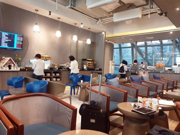 Escale à Bangkok entre Phuket et Mandalay, dans l'espace lounge de de Bangkok Airways - l'autre ailleurs au Myanmar (Birmanie) et Thaïlande, une autre idée du voyage