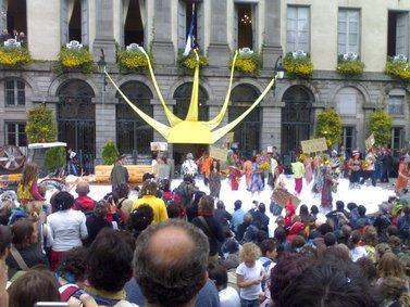 Photo de l'animation peandant l'inauguration du festival de théâtre de rue d'Aurillac 2007