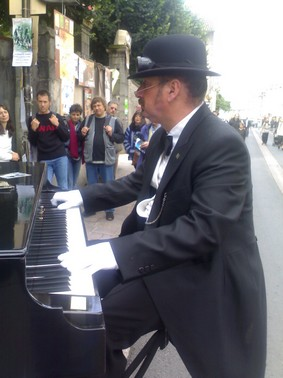macadam_piano_01.jpg