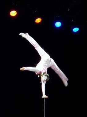 Equilibriste, cirque de Chine Tidjin à Aurillac, Cantal