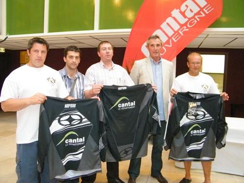 Des maillots au coueurs du Département du Cantal