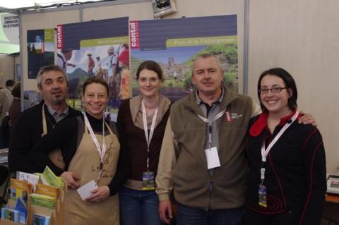 L'équipe de Cantal Tourisme au salon de Saint Erblon