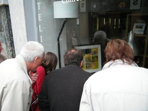 Exposition de tableaux dans les magasins