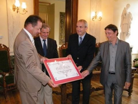 Remise du Label à Jean Piganiol par le préfet et élus