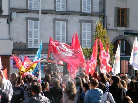 Les jeunes auprès des syndicats dans les rues d'Aurillac