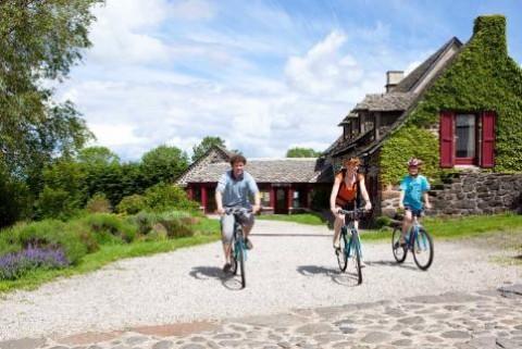 Randonnée en vélo à la ferme dans le Cantal
