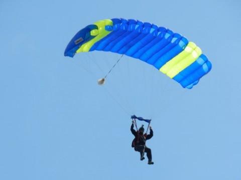 Parachutes et parachutisme dans le ciel d'Aurillac, Cantal