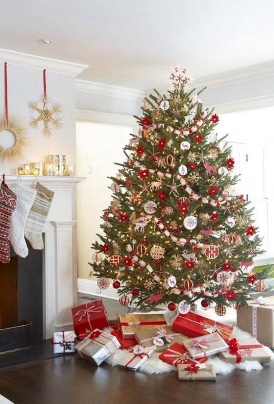 25 Beautiful Red And Gold Christmas Decor Ideas