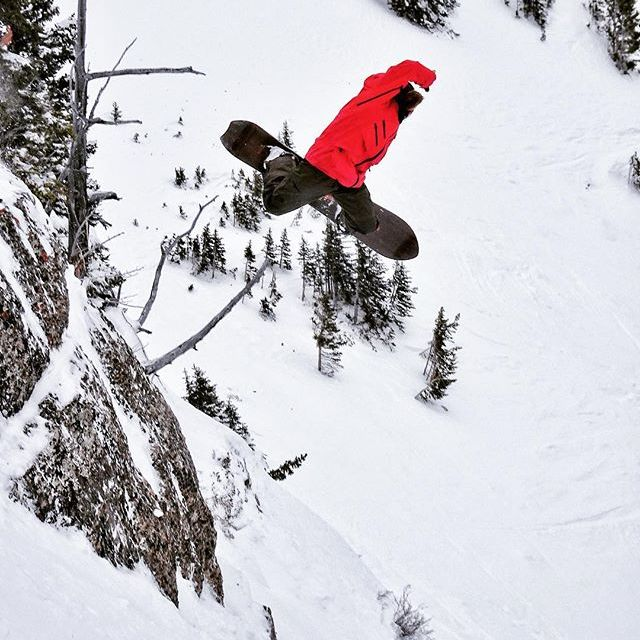 @cartercountry knows how to let 'er buck @jacksonhole. #liveactivated #snowboarding