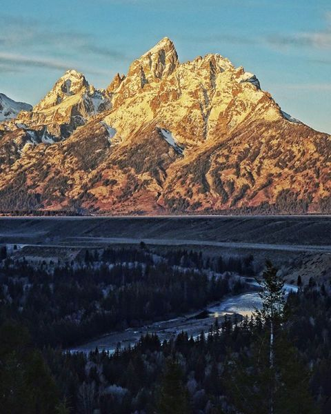It's almost the weekend. Time to get amongst it!  #avalon7 #seekthestoke #tetons #staystokedoutdoors www.avalon7.com