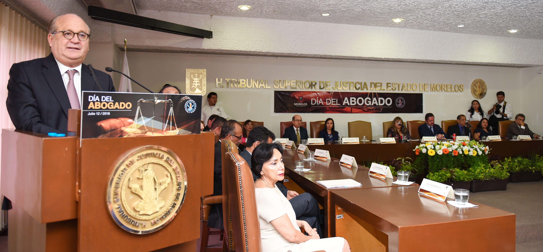 Estado laico no es antirreligioso - Graco Ramírez - Dia del abogado
