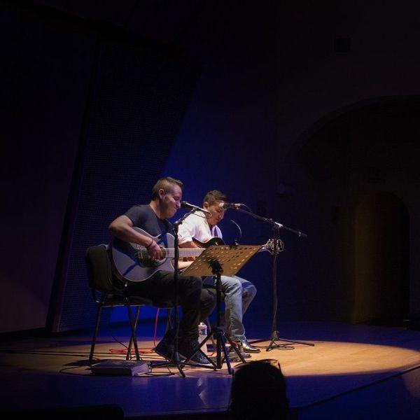 David Carlos Salmerón hizo los acompañamientos en la otra guitarra