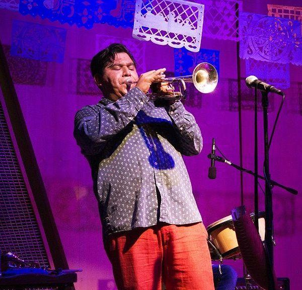 César Rosales en la trompeta