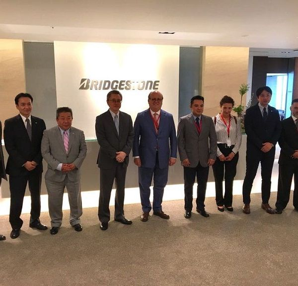 directivos de Bridgestone Corporation Eto Akihiro, vicepresidente Ejecutivo; Yoda Naohisa, vicepresidente