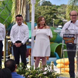 los secretarios de Economía, Juan Carlos Salgado Ponce, y de Turismo, Mónica Reyes Fuchs
