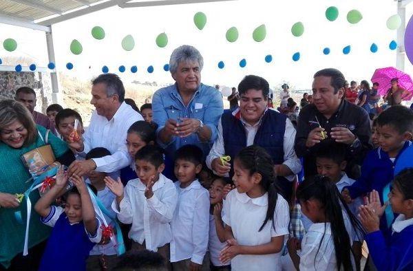"""las escuelas """"Narciso Mendoza"""" y """"Bicentenario Miguel Hidalgo"""", de Amatlipac y El Golán, en Tlayacapan"""