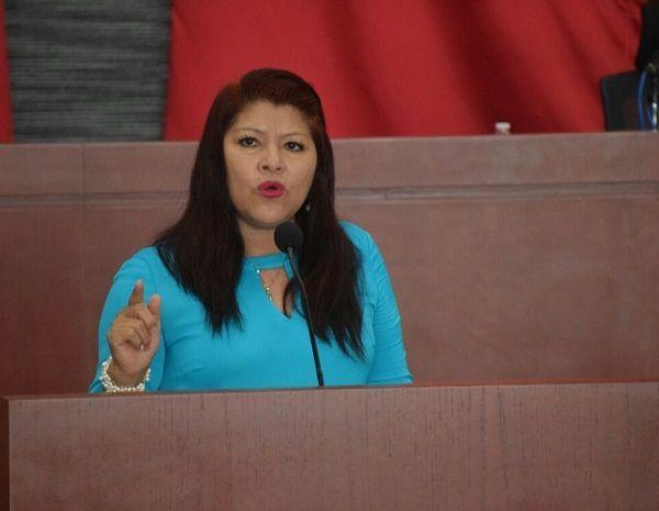 """Durante la sesión ordinaria de este día, la diputada Edith Beltrán Carrillo subió a tribuna para presentar el punto de acuerdo donde también subraya que """"se investigue y se dé con los responsables de los ataques sufridos la madrugada del día domingo 25 de este mes, en las instalaciones del Partido Nueva Alianza en Morelos"""