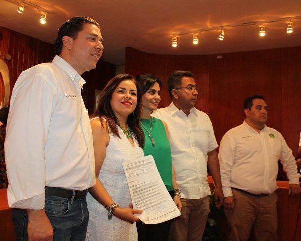 La ex presidenta del TSJ con ello se convierte en la única mujer que participará en la lucha por la Gubernatura de Morelos, toda vez que los demás partidos y coaliciones registraron a candidatos varones, además de que no tuvieron competencia y en algunos casos la decisión fue de las cúpulas partidistas