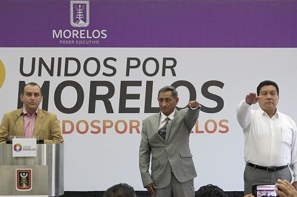 El secretario de Gobierno, Ángel Colín López, tomó protesta a José Ascensión Monter Sanjuán como secretario de Movilidad y Transporte, a quien exhortó a dirigir la dependencia privilegiando la atención a la ciudadanía y la interlocución permanente con representantes del sector