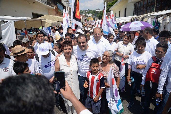 """Me siento muy contento, la gente se está dando cuenta que merece un cambio, pero no nos debemos confiar"""", expresó el candidato luego de hacer campaña por el municipio de Tepoztlán donde fue recibido lo mismo por comerciantes que por habitantes de la localidad"""