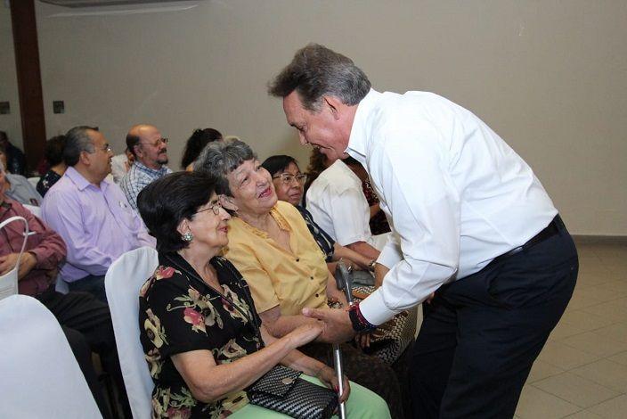 Convocados por la Fundación Morelos, el candidato a gobernador de Morelos, Jorge Meade Ocaranza, escuchó y dialogó con un grupo de personas de la tercera edad