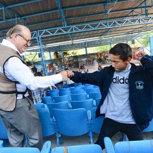 Emiliano Zapata, Mor.- El gobernador Graco Ramírez supervisó obras de rehabilitación y mejoramiento de infraestructura educativa en escuelas de nivel básico de Emiliano Zapata, que sufrieron daños por el sismo del pasado 19 de septiembre