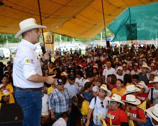 Los integrantes del Constituyente Ciudadano A. C. también brindaron su apoyo al candidato a la presidencia municipal, Armando Basaldúa; así como a quien busca la diputación federal por el tercer distrito, Raúl Tadeo