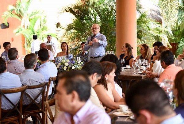 En tanto, el gobernador Graco Ramírez afirmó que esta anuncio ratifica el nivel de confianza que existe del sector privado en Morelos, como consecuencia del mejoramiento de los niveles de seguridad y las obras de infraestructura carretera, así como el rescate integral del Lago de Tequesquitengo