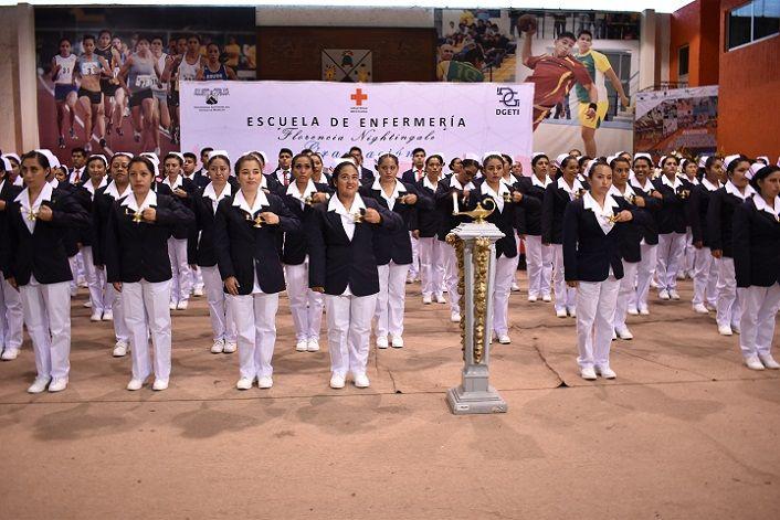 La doctora Patricia Mora González, secretaria de Salud de Morelos, fungió como Madrina de Generación, en una ceremonia que fue presidida por autoridades de Cruz Roja Mexicana, Delegación Morelos