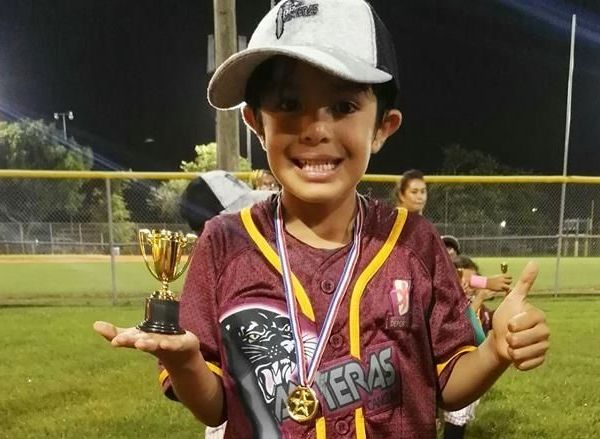 Militó en la escuadra de las Panteras de Cancún, Quintana Roo, donde a sus escasos cinco años de edad puso de manifiesto su calidad en el diamante de juego, poniéndole muchas ganas cuantas veces tuvo la oportunidad de jugar