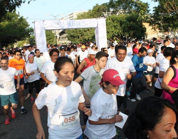 """Moctezuma Serrato Salinas, director del Instituto del Deporte de Cuernavaca, señaló: """"Esta carrera es completamente gratuita para todos los corredores que se presenten, estamos esperando a más de 500, aunque se menciona que pueden llegar alrededor de las mil personas"""""""