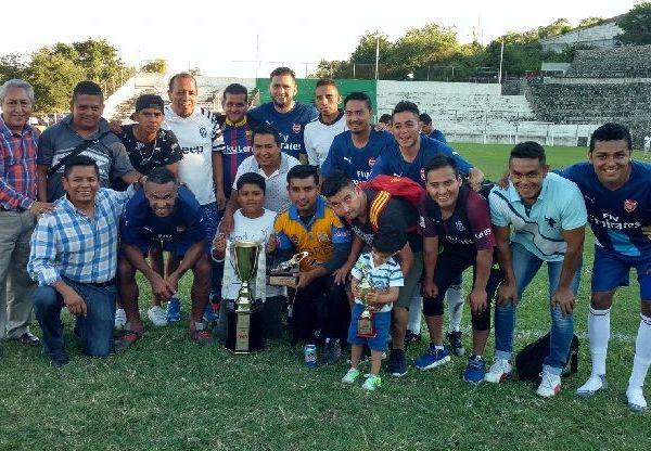 En la premiación estuvieron presentes Jorge Schiaffino Pérez, delegado del ISSSTE en Morelos, y Moctezuma Serrato Salinas, director del Instituto del Deporte de Cuernavaca, quienes se encargaron de entregar los premios correspondientes, así como a los que se hicieron merecedores a los reconocimientos individuales