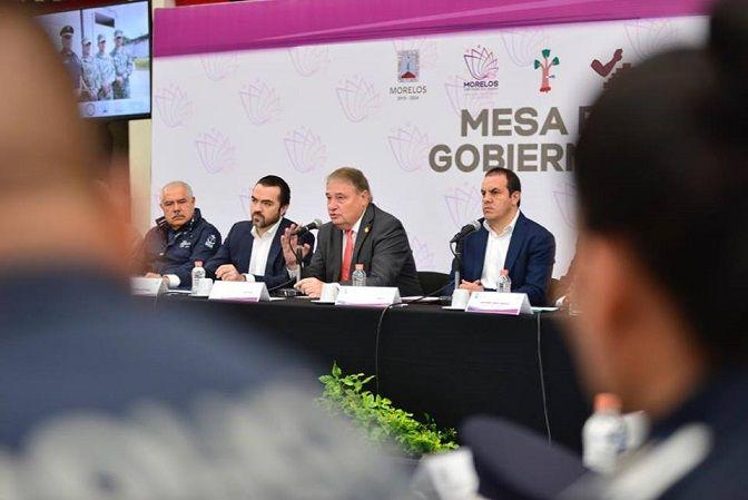 Al encuentro acudieron la mayoría de los integrantes del Gabinete, los fiscales General del Estado y Anticorrupción, el presidente de la Comisión de Derechos Humanos (CDHMorelos), el comandante de la 24 Zona Militar, autoridades federales y los alcaldes de Huitzilac, Cuernavaca, Temixco, Tepoztlán, Emiliano Zapata y Jiutepec