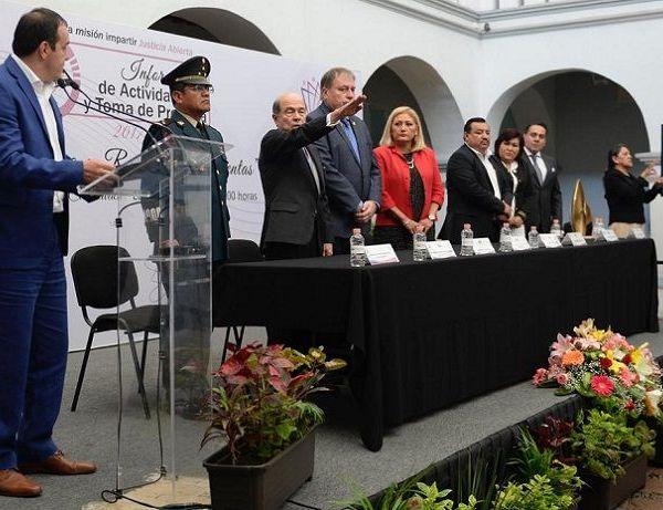 Al tomarle la protesta de ley al nuevo magistrado presidente del TEEM, el gobernador Cuauhtémoc Blanco Bravo expresó el compromiso de su administración para honrar la confianza de la ciudadanía y sumar esfuerzos para consolidar un estado de paz y desarrollo