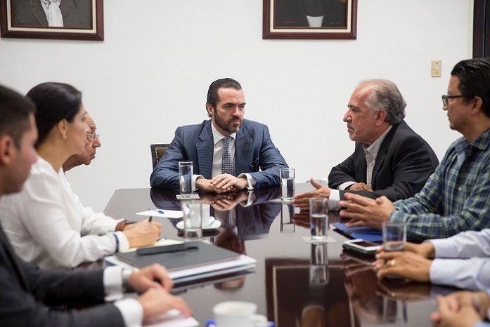 Los representantes del gobierno de Cuauhtémoc Blanco Bravo, refrendaron el compromiso con la educación y el desarrollo de la comunidad universitaria como una prioridad, por lo que se establecerán los canales necesarios para fortalecer a la UAEM