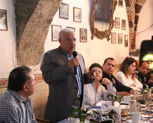 El Vicealmirante José Antonio Ortiz Guarneros enfatizó que este tipo de encuentros son fundamentales para sumar esfuerzos, pues contribuyen a diseñar estrategias que permitan inhibir la incidencia delictiva y proteger a quienes hacen sus compras y a los turistas que llegan a Cuernavaca