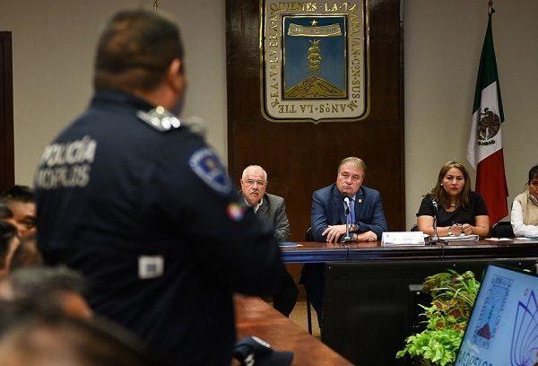 A nombre del mandatario estatal, José Manuel Sanz expresó su reconocimiento absoluto a las mujeres y hombres policías que cada día salen a las calles con el objetivo de salvaguardar la integridad y la vida de las familias