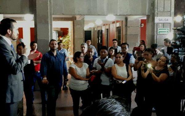 Pablo Ojeda aclaró que la prioridad será mantener la matricula escolar ni recurrir al despido de personal, por lo que la UAEM tendrá que repensar y reestructurar el sistema de pensiones y jubilaciones y algunas otras prestaciones que existene en los contratos colectivos de trabajo, que no existen en ninguna otra institución pública del país.