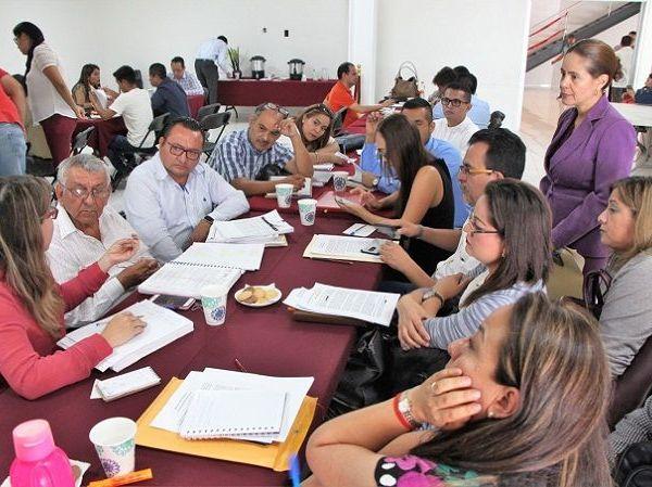"""Tras presentar observaciones generales hechas a los municipios, dijo que """"en la Comisión de Hacienda siempre encontrarán mucha transparencia, mucho diálogo para que se les pueda también orientar; no somos sus enemigos, pero no estamos de acuerdo en algunas cuestiones que pudieran dañar la economía del estado de Morelos"""""""