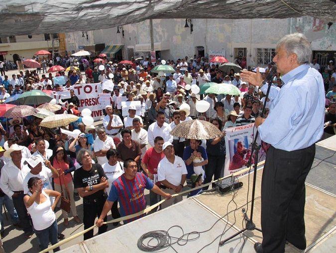 En su calidad de dirigente del Movimiento de Regeneración Nacional (MORENA), el hoy presidente de la República se comprometió a defender a los pueblos de Morelos para evitar que le impongan construcciones que los afecten