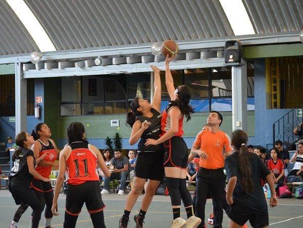 Iniciaron las hostilidades los equipos de las categoría de 8-10 años, en la que los visitantes salieron con la victoria a su favor en ambas ramas, por marcador final de 38-45, y 53-40, respectivamente