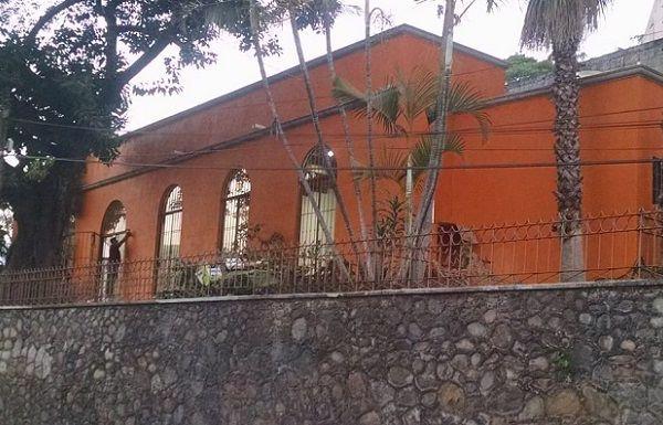 Las obras consistieron en la demolición y construcción de 124 m2 para una galería colonial tipo básico, explanada exterior con piso de recinto, jardineras, colocación de bancas, faroles, barandales, una fuente, entre otros