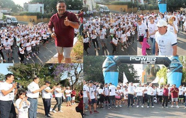 De la Glorieta de Tlaltenango, al norte de la ciudad de Cuernavaca, salieron más de 400 participantes, derechohabientes y trabajadores del ISSSTE, estudiantes universitarios, jubilados y pensionados, así como personal del Deporte Municipal, dándole fiesta y colorido a esta caminata